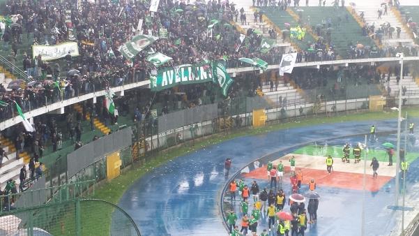 Avellino-Latina, giocatori sotto la Sud